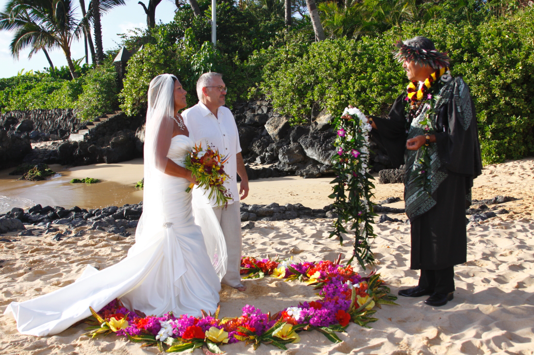 Dream Elopement – How to Plan Your Getaway Maui Wedding Ceremony