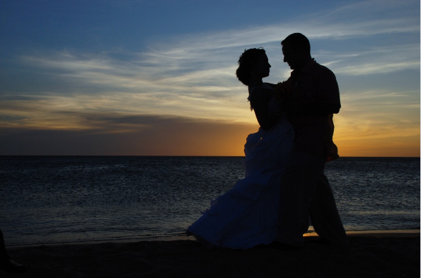 marriage_romantic_background_beach_bride