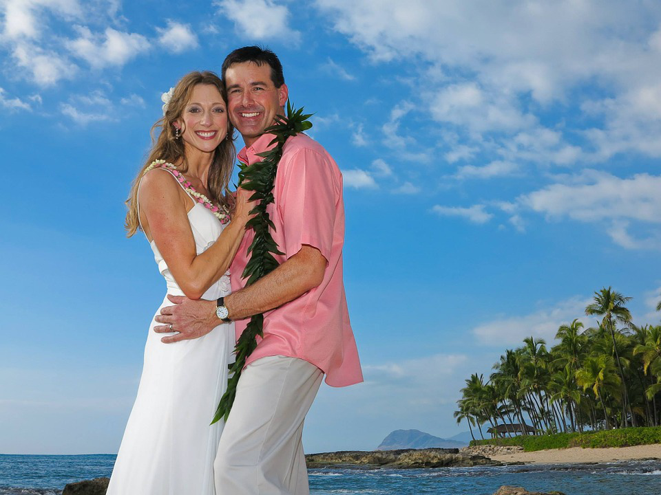 happy couple in hawaii
