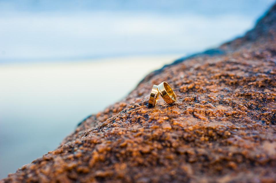 rings on rock